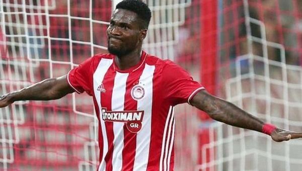 Olympiakos'lu futbolcu Çin'e transfer oldu