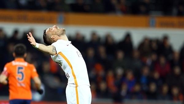 Podolski'den twitterda Mete Kalkavan'a tepki