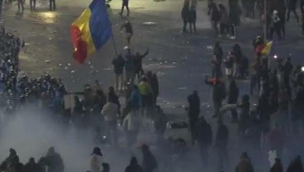 Romanya'da taraftar grupları polisle çatıştı