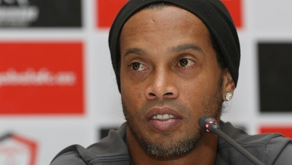 Ronaldinho, İstanbul'a geleceğini Instagram'dan açıkladı