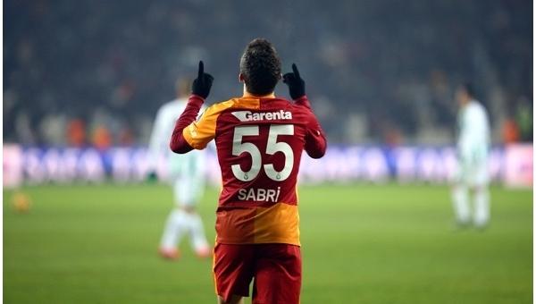 Sabri Sarıoğlu 39 derece ateşle sahaya çıktı