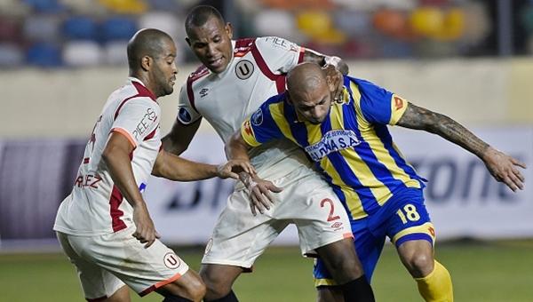 Taraftarlar antrenmanı bastı, iki futbolcuya saldırdı