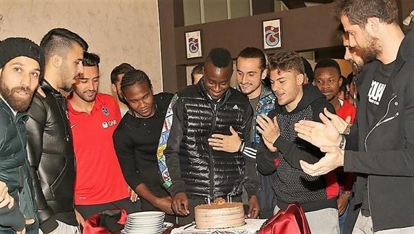 Trabzonspor'da Dame N'Doye'un doğumgünü kutlandı