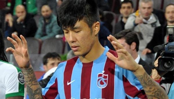 Trabzonspor'un sözleşmesini feshettiği Hyun-Jun Suk'un 2 dakikayla yatan transferi