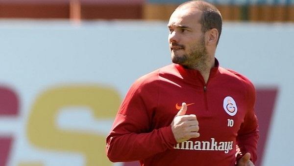 Wesley Sneijder, Beşiktaş derbisinde oynayacak mı?