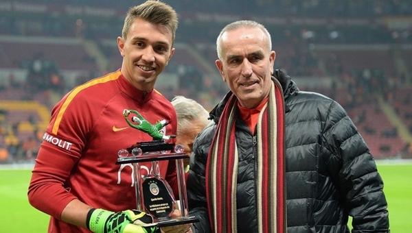 Zoran Simovic, TT Arena'da Muslera'yı onurlandırdı