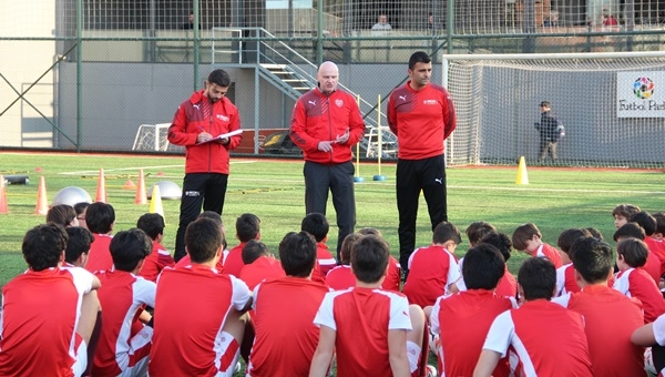 Arsenal Scoutu Kost,