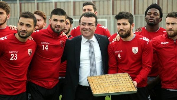 Belediye Başkanı İshak Taşçı'dan takıma baklavalı ziyaret - Samsunspor Haberleri