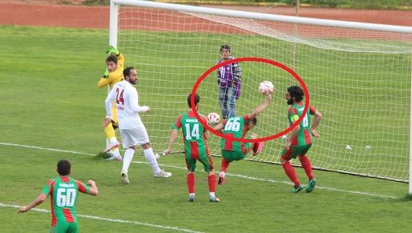 Bergama Belediyespor - Bayrampaşa maçında skandal hakem hatası - Spor Toto 3. Lig Haberleri