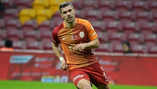 Galatasaray - Gençlerbirliği maçında Podolski'den rakibe dirsek!