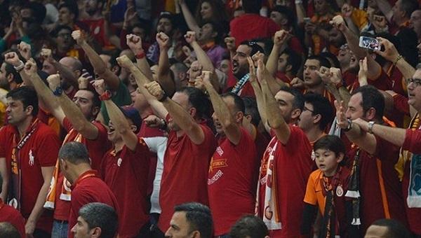 Galatasaray taraftarları ayaklandı! Beyaz TV'ye boykot