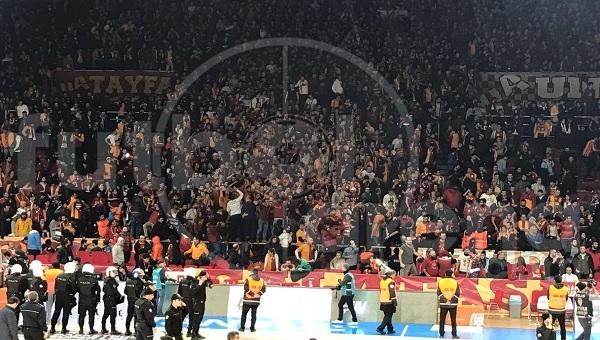 Galatasaray tribünlerinde olay çıktı! Derbi sonrası
