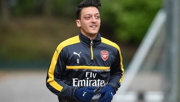 Mesut Özil'den Fenerbahçe için transfer açıklaması