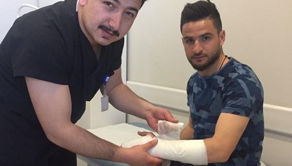 Ömer Ali Şahiner'in eli alçıya alındı