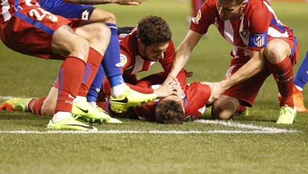 Deportivo - Atletico Madrid maçında Fernando Torres'in dili boğazına kaçtı (İZLE)