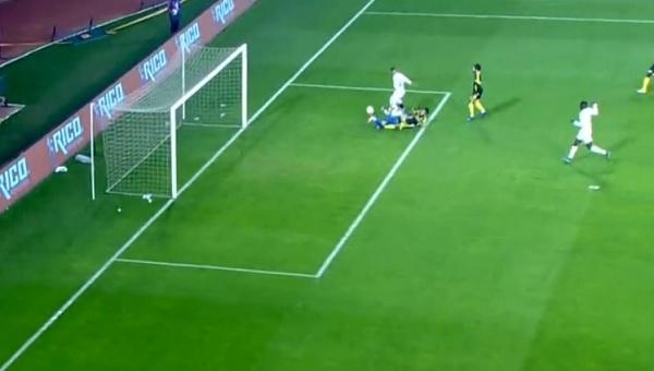 Yeni Malatyaspor - Şanlıurfaspor maçında skandal penaltı (İZLE)