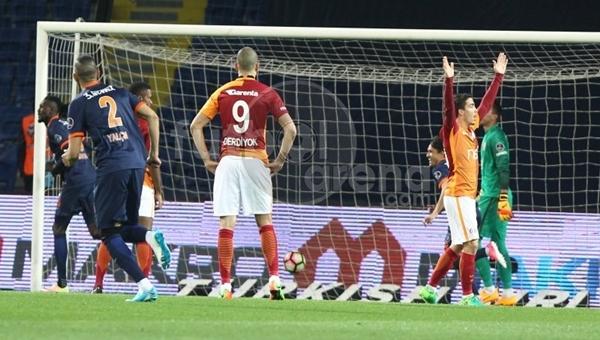 Adebayor'dan önce ligde Galatasaray'a 3 gol atan futbolcu