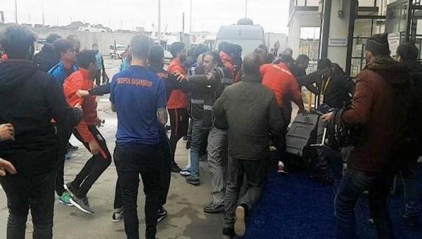 Başakşehir'de sıcak gelişme! Futbolcular gazeteciyi aradı