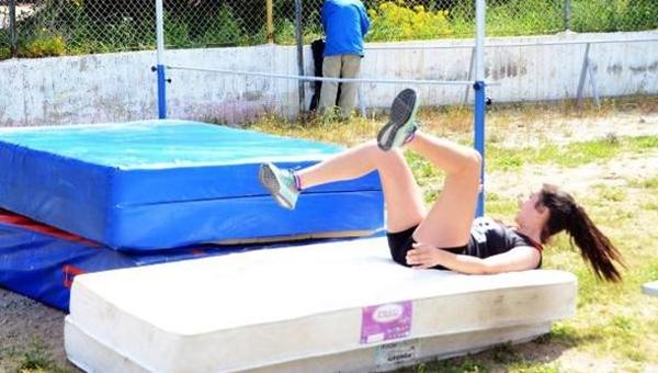 Bodrum'da atletizm skandalı! Çıta yerine su borusu...