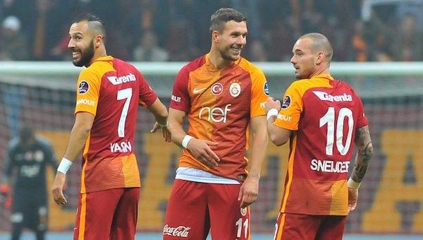 Derbide Podolski ve Sneijder sahada!