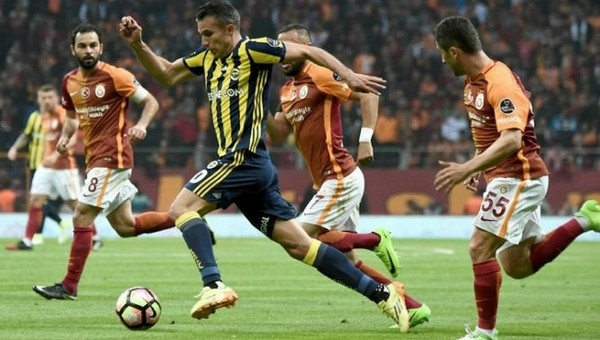 Fenerbahçe'de Volkan Demirel ve Van Persie üzüntüsü