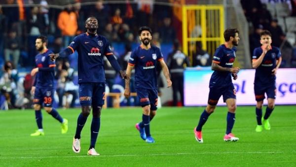 Adebayor, Medipol Başakşehir - Galatasaray maçına damga vurdu
