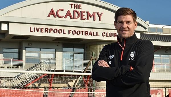 Liverpool efsanesi Steven Gerrard başladığı yere döndü