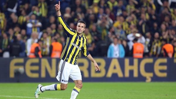 Robin van Persie'nin Medipol Başakşehir'e attığı gol (İZLE)