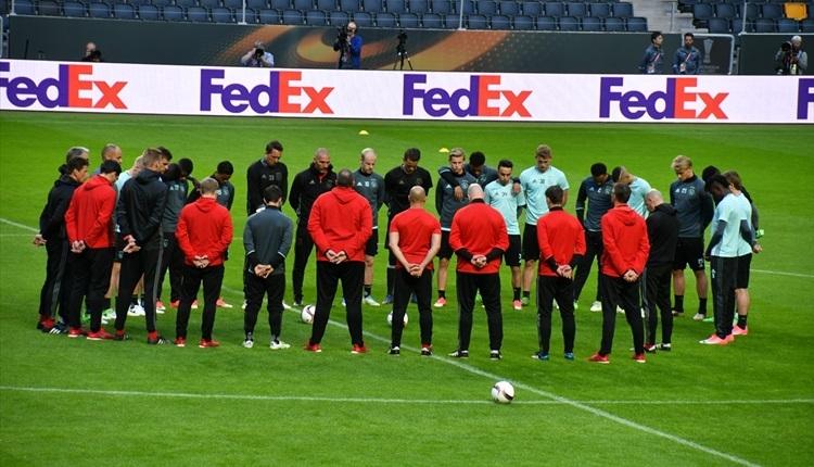 Ajax'tan Manchester için saygı duruşu