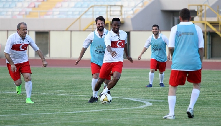 Antalyasporlu Samuel Eto'o, Türk Milli Takımı formasını giydi