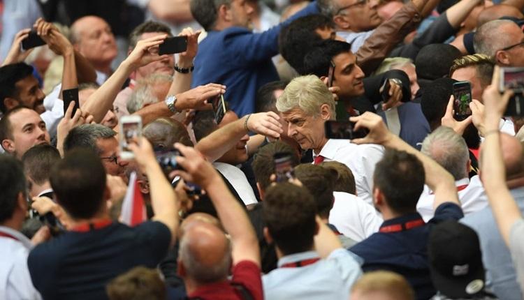 Arsenal, Arsene Wenger ile sözleşme uzattı