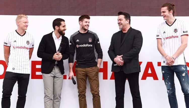 Beşiktaşlı futbolcular Vodafone Arena'da Beyaz'a konuk oldu