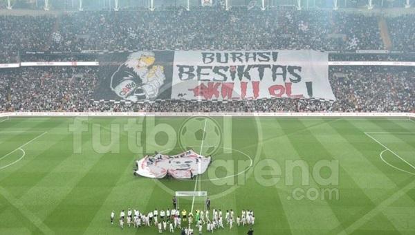 Beşiktaş'tan Fenerbahçe derbisinde dev pankart