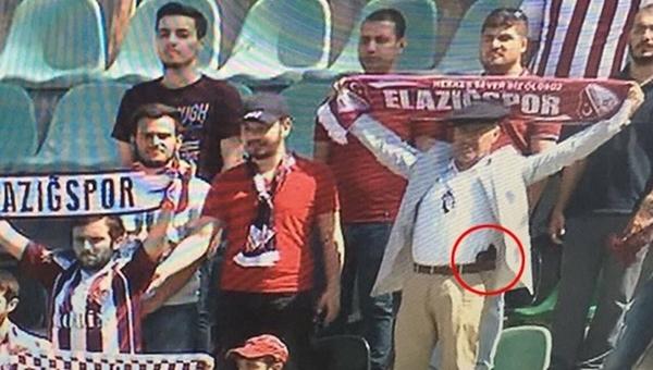 Denizlispor - Elazığspor maçına giren silahlı taraftar için soruşturma