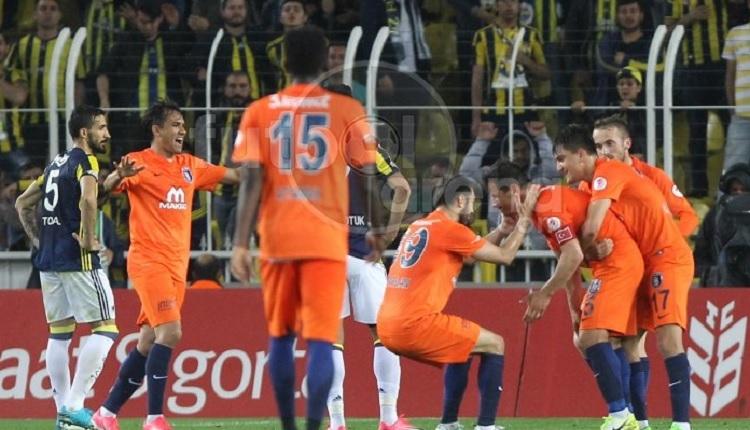 Emre Belözoğlu Fenerbahçe'ye attığı gol sonrası ağladı (İZLE)