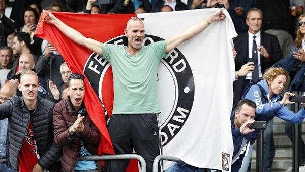 Feyenoord taraftarı polisle çatıştı