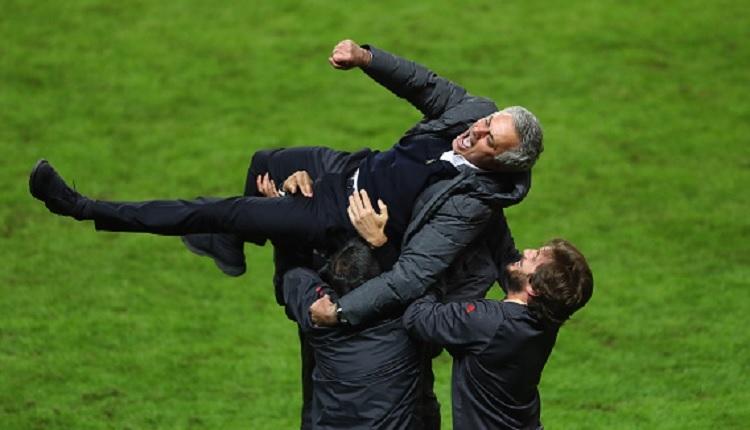 Jose Mourinho Manchester Utd - Ajax finali sonrası tarihe geçti