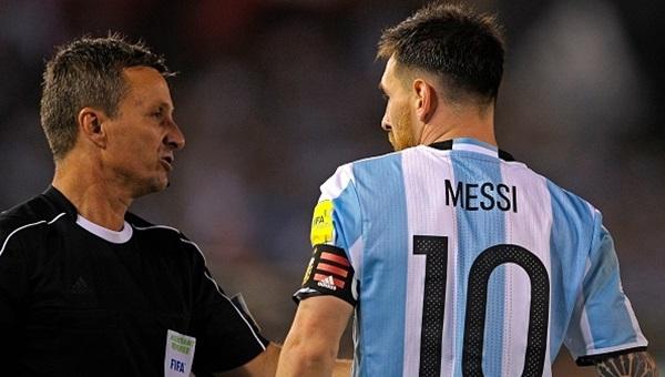 Lionel Messi'ye FIFA'dan müjde