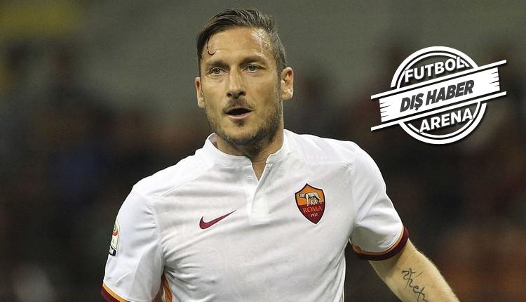 Roma taraftarı Francesco Totti için akın ediyor