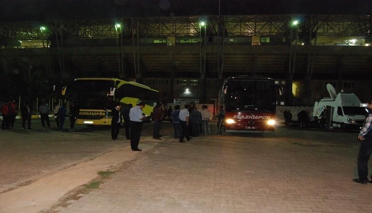 Şanlıurfalı futbolcular yoğun güvenlik önlemleri arasında stattan ayrıldı!