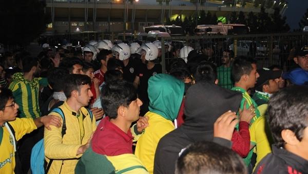 Şanlıurfaspor - Balıkesirspor maçı sonrası kavga (İZLE)