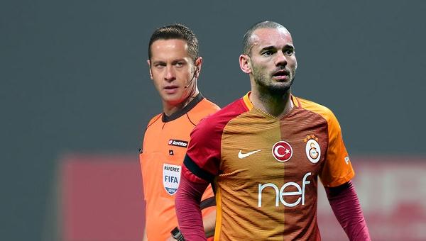 Sneijder'den Bursaspor maçında Halis Özkahya'ya sert tepki! Kırmızı...