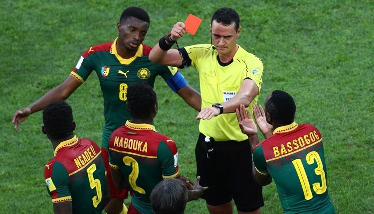 Almanya - Kamerun maçında video hakemden kırmızı kart