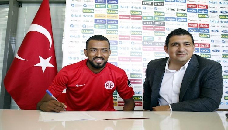 Antalyaspor'da Maicon imzaladı