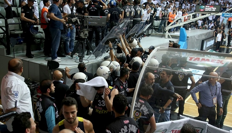 Beşiktaş Sompo Japan - Fenerbahçe maçında olay çıktı