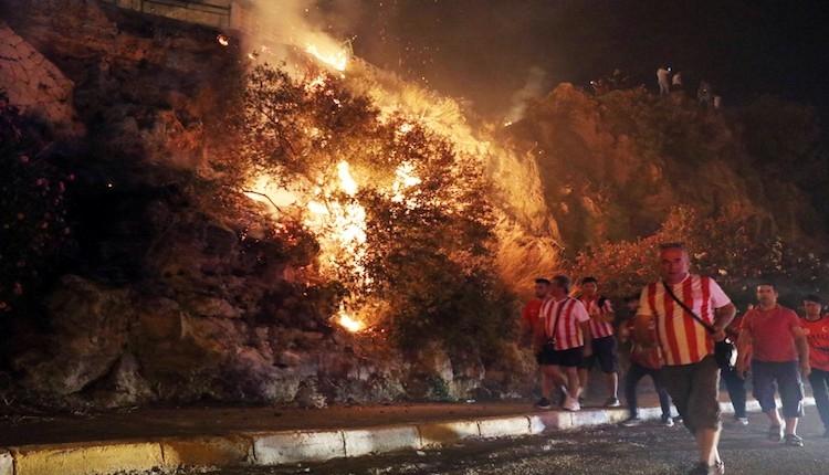 Antalyasporluların '1 Meşale de Sen Yak' etkinliğinde yangın çıktı