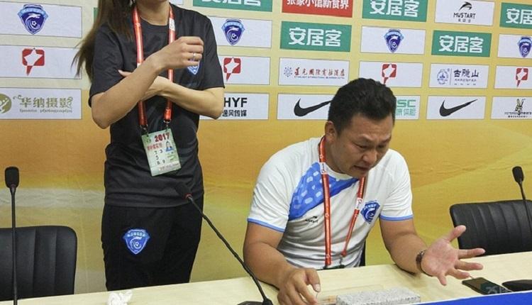 Çin'de hakemler yüzünden takımı ligden çekti, hüngür hüngür ağladı