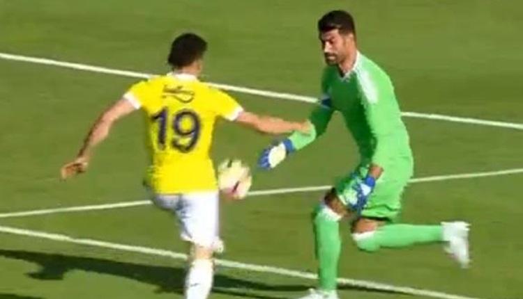 Fenerbahçe - Juventus Bükreş maçında Volkan Demirel ve Şener'den inanılmaz hatalar (İZLE)