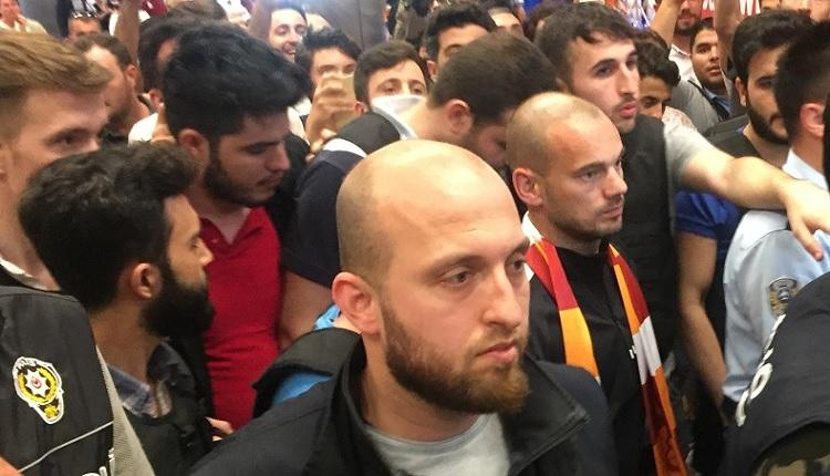 Galatasaraylı Sneijder İstanbul'da! Dursun Özbek istifa sesleri