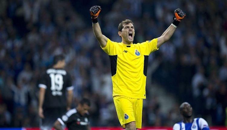 İker Casillas Porto ile imzaladı